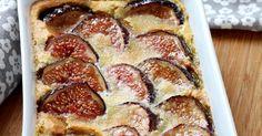 Beurrez un plat allant au four et préchauffez votre four à 180°C. Passez les figues rapidement sous l'eau froide, séchez-les, retirez la queue puis coupez-les entranches.
