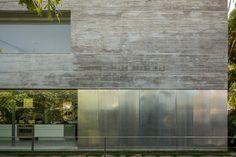 ©Fernando Guerra, Lissabon-Auf den Außenmauern zeichnet sich die horizontale Struktur der verwendeten Brettschalung deutlich ab