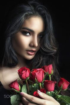 Beautiful young woman with red rose. - Beautiful young woman with red rose in hand. Beautiful Lips, Beautiful Women, Rose In Hand, Beach Wedding Makeup, Most Handsome Actors, Red And White Weddings, Girly M, Girls With Flowers, Girls Hand