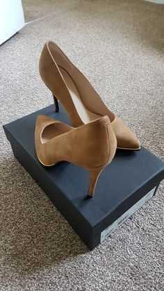 Update your High heels   pumps and your wardrobe when shopping at Vinted!  Save up to on High heels   pumps and pre-loved clothing to complete your  style. daed26e6ece
