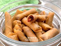 Deep-fried spring rolls is one of the popular crispy snacks. Besides the common Crispy Chicken Floss Spring Rolls, you may fill the spring roll with sambal dried shrimp too to make it into Crispy S… Fried Spring Rolls, Shrimp Spring Rolls, Shrimp Rolls, Chicken Spring Rolls, Appetizer Dishes, Appetizer Recipes, Appetizers, Honey Cornflakes, Roti Canai Recipe