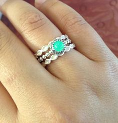 Striking Pandora combination, the chrysoprase against the white enamel.  I never would have guessed :)