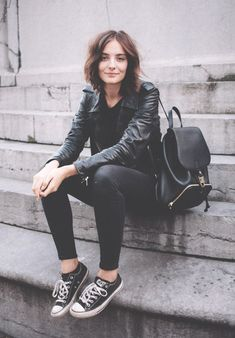 Black lether jacket with black converse - Travel Outfits Converse Noir, Black Converse Outfits, Converse Sneakers, Converse Backpack, Converse Jacket, Pink Converse, Fall Fashion Outfits, Casual Outfits, Fashion Tips