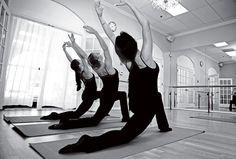 Venham saber mais sobre o ballet fitness. Um mix de estilo de exercícios, que várias mulheres já se tornaram adeptas.