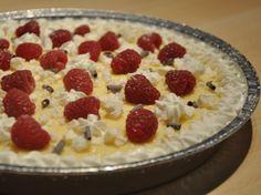 Meringue cake with pastry cream, white chocolate and raspberries - Torta alla meringa senza glutine con crema pasticcera al cioccolato bianco e lamponi