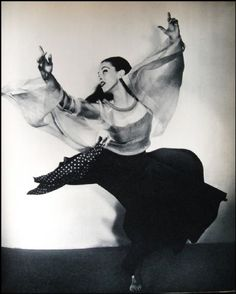 """""""Mother of Modern Dance"""" Martha Graham in her most acclaimed work """"Chronicles"""" 1936 Martha Graham, Shall We Dance, Lets Dance, Contemporary Dance, Modern Dance, Tango, Imogen Cunningham, Belly Dancing Classes, Vintage Dance"""