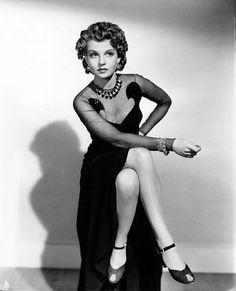 Betty Field, Vintage Hollywood, Hollywood Actresses, My Photos, Nostalgia, Beautiful Women, Wonder Woman, Superhero, Stars