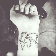 """""""Først en minnestatovering til Pappa på ribbeina, så denne, deretter en tatovering på innsiden av foten ✨ Alt som skal på kroppen min av blekk skal ha en…"""""""
