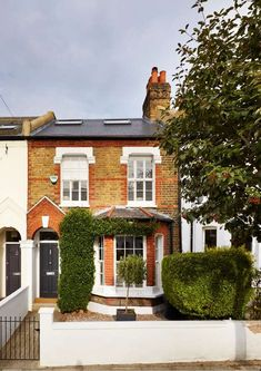 Real home: a Victorian house extended up and out Property exterior with loft conversion Victorian Front Garden, Victorian Terrace House, Edwardian House, Loft Conversion Victorian Terrace, Terraced House Loft Conversion, Victorian House London, Victorian House Interiors, Victorian Front Doors, Victorian Houses