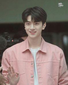 #linyi  #putyourheadonmyshoulder Handsome Faces, Handsome Boys, Asian Actors, Korean Actors, Cute Love, Cute Guys, Chines Drama, Asian Babies, Cute Actors