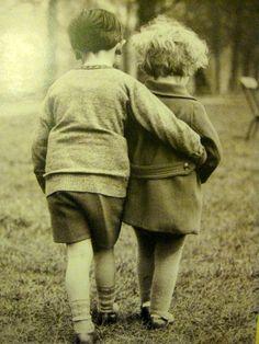 """""""No amor de uma criança tem tanta canção pra nascer, carinho e confiança, vontade e razão de viver."""" www.facebook.com/blacktienoivas"""