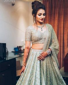 Gorgeous Latest Engagement Dresses for Brides - Step Up Your Glam Game Indian Bridal Outfits, Indian Bridal Fashion, Indian Designer Outfits, Bridal Dresses, Eid Dresses, Indian Wedding Hairstyles, Engagement Dress For Bride, Engagement Outfits, Indian Engagement Outfit