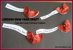 Landen - Wereld - China Gelukskoekje - Chinees Nieuwjaar - Chinese New Year Activities and Crafts- Cupcake Liner Fortune Cookies- Chinese New Year Crafts For Kids, Chinese New Year Activities, Chinese Crafts, New Years Activities, Art Activities, Culture Activities, Chinese Paper, New Year's Crafts, Holiday Crafts