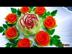 Attractive Garnish of Radish & Carrot Rose Flowers with Onion & Cilantro Designs… Attractive Garnish of Radish & Carrot Rose Radish Flowers, Cucumber Flower, Carrot Flowers, Rose Flowers, Rose Petals, Vegetable Decoration, Food Decoration, Fruit And Vegetable Carving, Veggie Tray