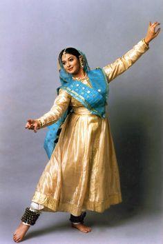 Kathak Kathak Costume, Kathak Dance, Film Dance, Indian Classical Dance, Indian Music, India Culture, Best Dance, Dance Poses, Dance Pictures