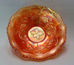 """Antiga Fruteira em Vidro Fogo / Carnival Glass Com Decoração em Relevos, Padrão """"Autumn Acorns"""". USA, Fenton, Cerca de 1920."""