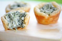 Zestuous Spinach Cups- just spinach, cream cheese, puff pastry and spices! i need a mini muffin pan! Spinach Appetizers, Quick Appetizers, Appetizers For Party, Appetizer Recipes, Chicken Appetizers, Coquille St Jacques, Sandwiches, St Patricks Day Food, Yummy Food