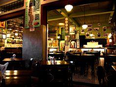 A Cia Tradicional de Comércio, empresa que gere diversos bares e restaurantes em São Paulo, tem vagas de emprego abertas para ajudantes e assistentes de cozinha.