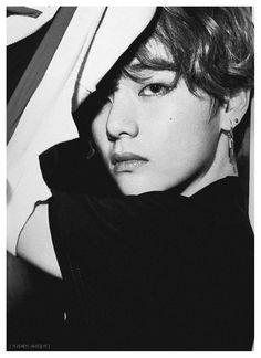 프리베트 파리둘키 BTS Black and white Taehyung