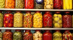 Food Items That Should Not be Canned for Long-Term Storage Canning is a time-honored and incredibly practical way to store numerous types of food. It is also an integral component of any long-term … Bokashi, Home Canning, Canning 101, Canning Corn, Survival Food, Survival Courses, Fermented Foods, Preserving Food, Canning Recipes