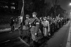 Varsavia, manifestazione nel giorno dell'indipendenza, reparto in divisa storica.