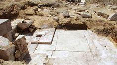 Pirámide, de la dinastía XIII (1802-1640 aC), de 3.800 años, de alabastro del faraón Ameny Qemau en el sitio de Dahshur en Egipto.
