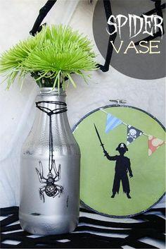 DIY Halloween : DIY Upcycled Glass Bottle for Halloween : DIY Halloween Decor