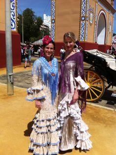 María León y @Mar Pareja (comunicación Pepa Garrido) en la  #FeriaSevilla 2013 con diseños de Pepa Garrido