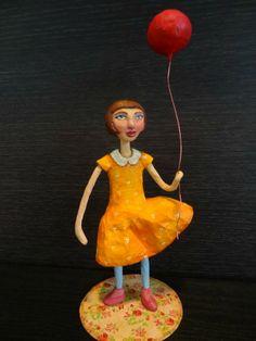 Menina com Balão - Girl with Balloon - Paper mache doll