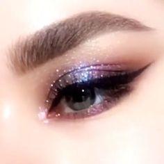For cool skin tone fuchsia blue eye makeup Cool fuchsia blue eyeshadow, easy glam eyemakeup by PAT McGRATH Makeup Goals, Makeup Inspo, Makeup Art, Makeup Inspiration, Clown Makeup, Fairy Makeup, Glam Makeup, Cute Makeup, Pretty Makeup