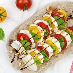 Insalata tricolore zoals ie ook wel genoemd wordt naar de Chorizo, Carbonara Recept, Risotto, Surprise Recipe, Salade Caprese, Gnocchi, Mozzarella, Pesto, Sushi