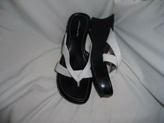 Melrose Ave womens white and black wedge sandals sz 10 shoes #MelroseAve #PlatformsWedges #Casual