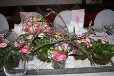 Frühlingshochzeit am Riessersee - Blumenarrangement mit Frühlingsblühern in rosa mit Zweigen - Riessersee Hotel Resort, Garmisch-Partenkirchen, Bayern - Bavaria - http://www.riessersee.com/hochzeiten/