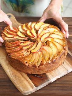 Apple Cake Recipes, Dessert Recipes, Apple Cakes, Mascarpone Cake, Mascarpone Recipes, Sbs Food, Food Food, Italian Cake, Salty Cake