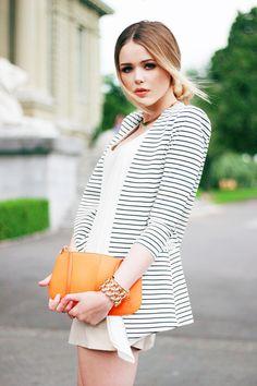 BLAZER : Uniqueen // SHORTS: Zara // SHIRT : Yes or No // BRACELET : Avant Première // NECKLACE : H&M // CLUTCH : Louis Vuitton // LIPS : Chanel ''Flirt''.