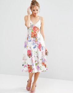 Discover the latest fashion & trends in menswear & womenswear at ASOS. Shop our collection of clothes, accessories, beauty & Short Summer Dresses, Asos Petite, Floral Sundress, Cute Skirts, Latest Fashion Clothes, Fashion Online, Mi Long, Online Shopping Clothes, Dress Outfits