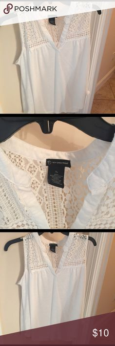 White blouse extra-large sleeveless V-neck top White V-neck sleeveless extra-large top new directions New directions Tops Blouses