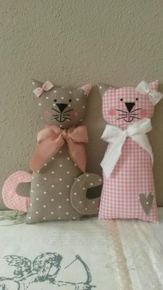 Cats Toys Ideas - Cat Pillow Inspiration - Ideal toys for small cats Quilt Baby, Cat Quilt, Sewing Toys, Sewing Crafts, Sewing Projects, Fabric Toys, Fabric Crafts, Fabric Sewing, Cat Crafts
