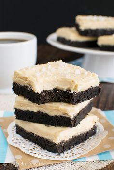 Salted Caramel Chocolate Sugar Cookie Bars - soft chocolate cookies topped with a creamy caramel frosting! Great dessert recipe!
