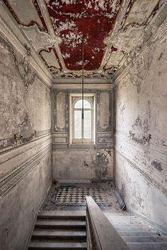 jrej: Villa Vigneto on Flickr. - Destroyed and Abandoned