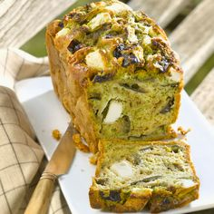 Pesto, feta and aubergine bread Grilling Recipes, Cooking Recipes, Healthy Recipes, Vegetarian Recipes, Healthy Food, Aubergine Feta, Pesto, Cooking On The Grill, English Food