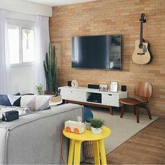 Bom dia! E vamos começar bem com esta sala que é puro charme, amo cada detalhe Projeto @apartamento_203  #decoraape #inspiração #inspiration #sala #livingroom #ape #apartamento #arquitetura #instadesign #instadecor #interiores #interiordesign #interiordecor #lovedecor #lovedesign #apartament #tijolinho