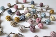 A little line of dancing crochet balls to decorate my mantle. Crochet Christmas Garland, Crochet Garland, Crochet Ball, Christmas Crochet Patterns, Christmas Knitting, Crochet Home, Crochet Blanket Patterns, Cute Crochet, Beautiful Crochet