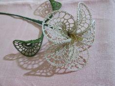 Crochet flower with motif chart pattern http://nellandreacchio.blogspot.it/2014/05/tutorial-fiore-uncinetto_6354.html?spref=fb