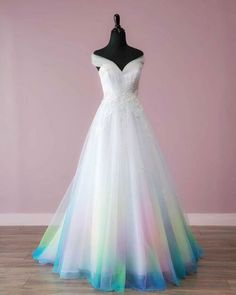 Bridal Gowns Colored by Taylor Ann Art - Gallery Pretty Prom Dresses, Ball Dresses, Elegant Dresses, Pretty Outfits, Cute Dresses, Ball Gowns, Ombre Prom Dresses, Quince Dresses, Quinceanera Dresses