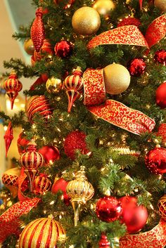 Red and Gold Christmas Decorations, via Flickr.