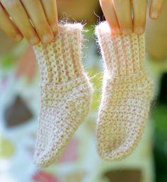 Crochet Baby Shoes Ball Hank n' Skein: Newborn Baby Sock Crochet Pattern Crochet Sock Pattern Free, Crochet Baby Socks, Crochet Shoes, Crochet Slippers, Crochet Beanie, Crochet For Kids, Baby Knitting, Knit Crochet, Crochet Patterns