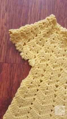 Sarı tığ işi bebek yeleği ne kadar güzel değil mi? Nasıl yapılır görmek isterseniz tarifine geçelim: 180 + 3zincir çekilir....