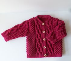 Gilet bébé tricoté main, gilet bébé 1 an, gilet torsades,cadeau de naissance,tricot fait main Baby Cardigan Knitting Pattern, Baby Knitting, Bebe 1 An, Gilet Rose, 3 Month Old Baby, Pull Bebe, Birth Gift, Wool Wash, Baby Vest