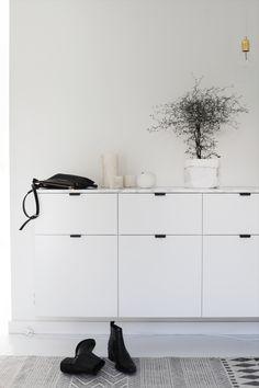 Metod kjøkkenskap med Veddinge fronter og dekkside belagt med marmorfolie fra Panduro på toppen- 100515_1
